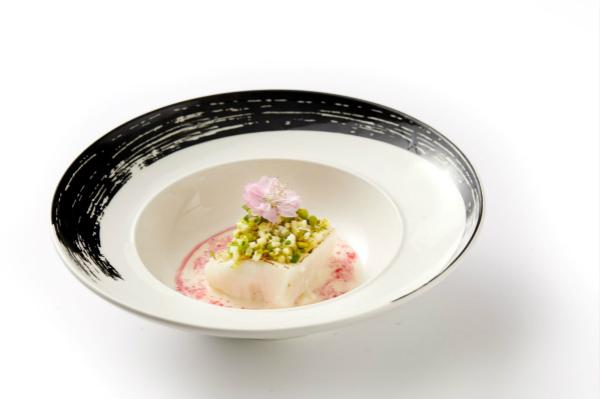 银鳕鱼配茴香、西葫芦、开心果和樱花香槟汁_meitu_1.jpg