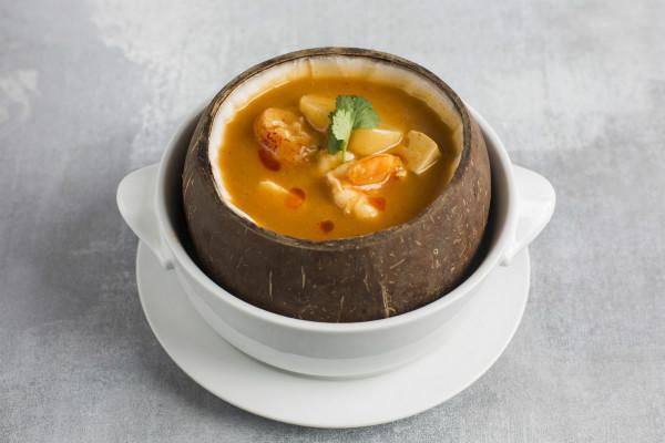 酸辣龙虾海胆蟹肉老椰盅Hot and Sour Boston Lobster, Sea Urchin Soup in Coconut _meitu_4.jpg