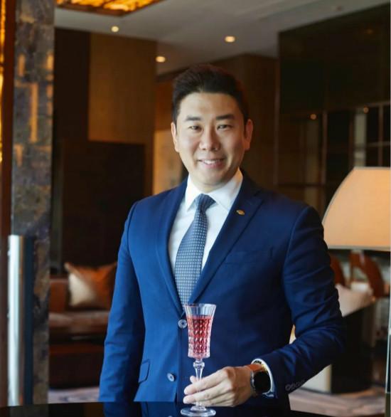 文华东方酒店集团正式任命卜霄迪先生出任上海浦东文华东方酒店的酒店经理一职-20210726_meitu_1.jpg