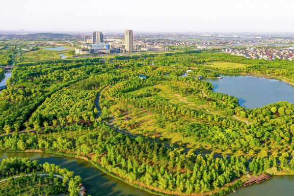 慈溪万达美华酒店毗邻天然大氧吧慈溪市万亩畈城市森林公园。