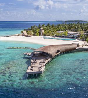 重塑人间天堂:马尔代夫瑞吉打造首座私人岛屿
