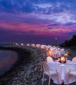"""巴厘岛独特的""""LA LA LUNE""""月圆之夜海滨晚餐"""