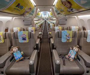 首架中國東方航空上海迪士尼度假區達菲主題航班今日啟航