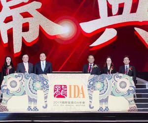 泰国副总理Anuthin Chanvirakul为2019年国际龙奖(IDA)年会开幕