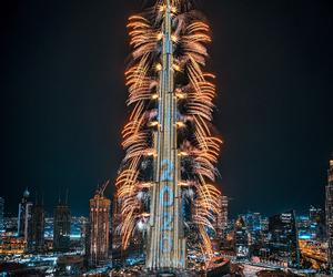 迪拜新年烟火如约点燃 壮观震撼吸引全球目光