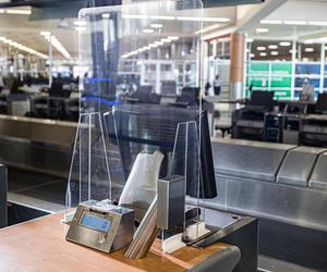 達美航空設計定制機場柜臺安全隔板,今夏將投入使用