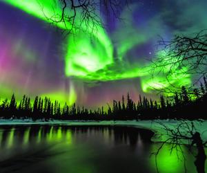 """在""""千湖之国""""芬兰邂逅""""双极光""""奇景"""