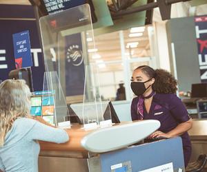 根据美国疾控中心新规:国际乘客入境美国须提供新冠病毒检测阴性证明