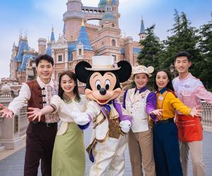 """上海迪士尼度假区将于2021年4月8日开启""""惊喜连连,奇妙一整年""""5岁生日庆典"""